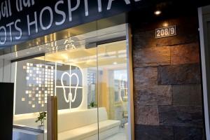 Roots dental clinic interior design - entrance