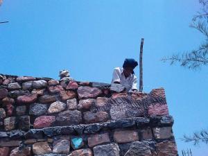 2.-stone-wall-villa-aaranyak-making-6