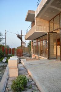 7.-Finishing-villa-aaranyak-making-14