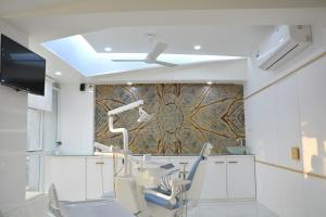 Roots dental clinic 9